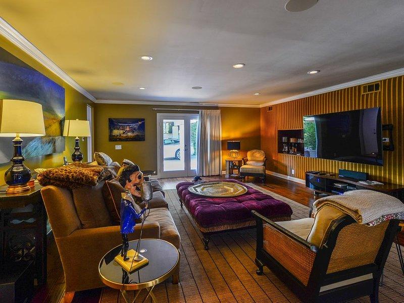 Living room. 75' Smart TV/HD-4K surround sound
