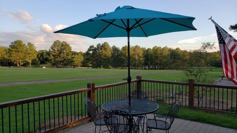 Cabin Located on Tannenbaum Golf Course in Drasco, AR. WiFi DirecTV HBO Showtime, casa vacanza a Tumbling Shoals
