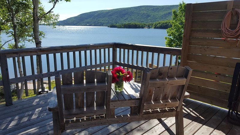 Southrock Cottage, your Cabot Trail cottage retreat in beautiful South Harbour, aluguéis de temporada em Pleasant Bay