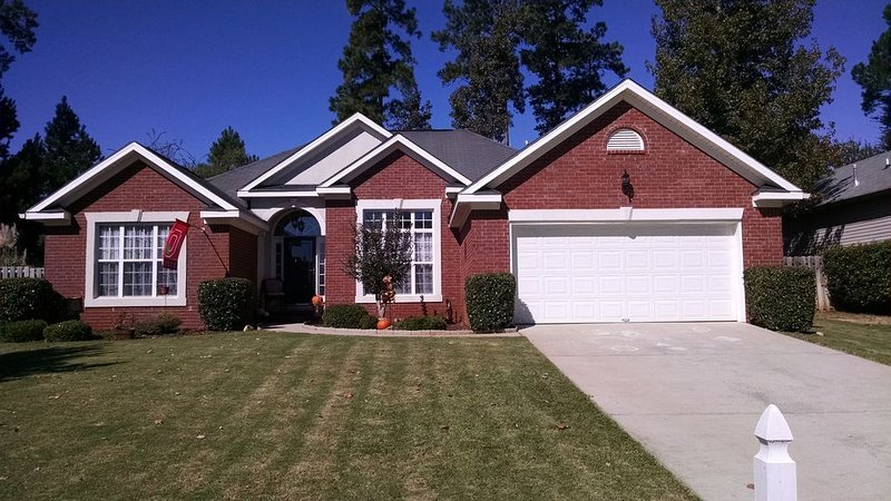 Beautiful 4 Bedroom Home For Masters Rental - 9 Miles From Augusta National, holiday rental in Evans