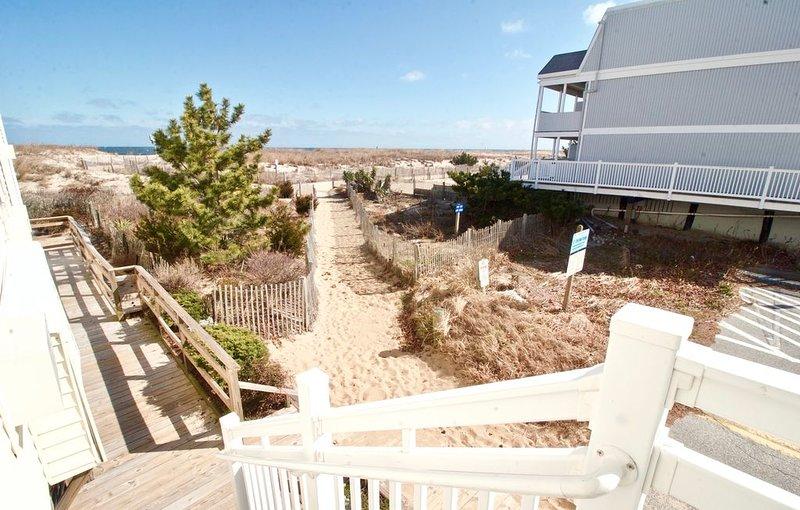 Escaleras y camino de playa.