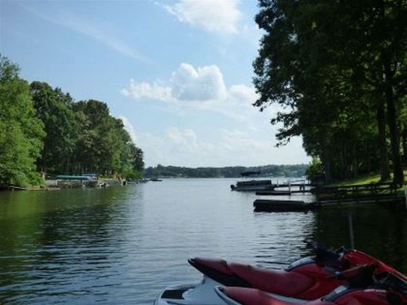 Beautiful Lake House With Amazing Views, Great For The Whole Family!, location de vacances à Spartanburg