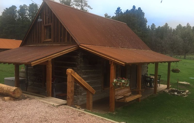 The Carol Jean Cabin at McDonald Mountain Ranch, vacation rental in Hermosa