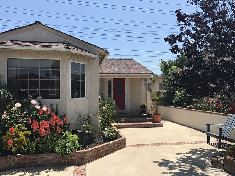Home in friendly neighborhood near Disneyland and Beaches, location de vacances à Downey
