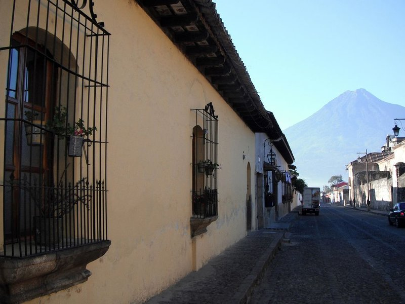 Beautiful 16th-Century Colonial House in Central Antigua, alquiler de vacaciones en Chimaltenango Department