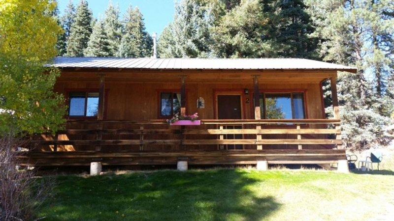 Peaceful retreat 1/2 mile from Lake Vallecito, alquiler de vacaciones en Bayfield