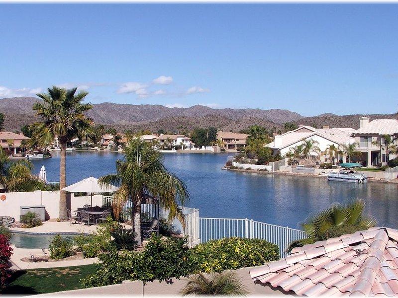 Amazing Lakefront House Spent $140k Last Month Remodeling It!!, location de vacances à Guadalupe