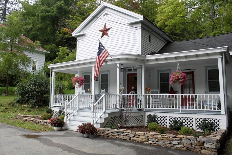 White House on Main (Sharon Springs), holiday rental in Canajoharie