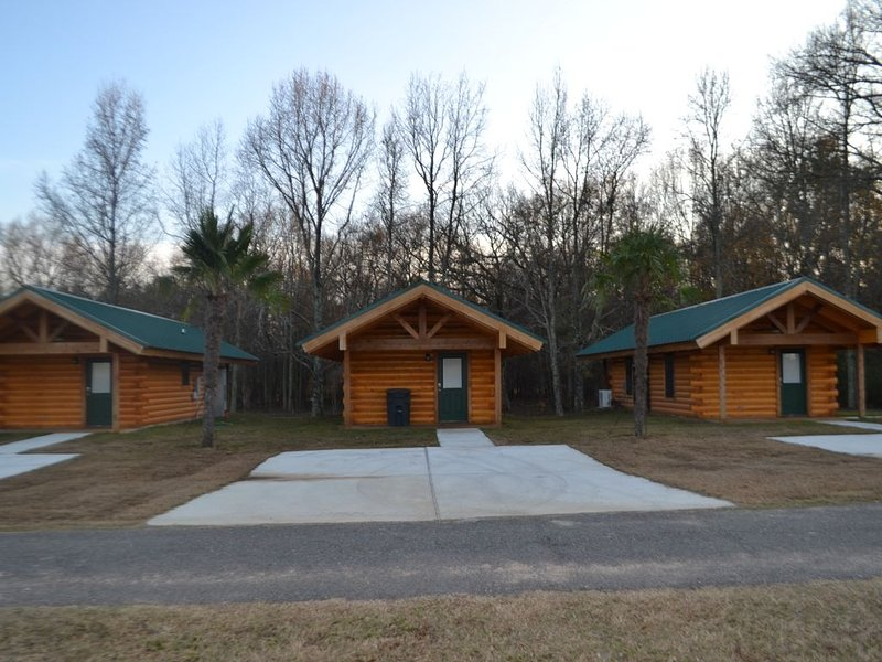 Luxurious Romantic Log Cabin North of Shreveport, holiday rental in Shreveport