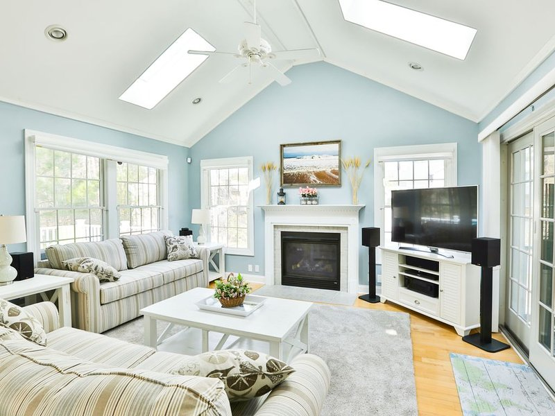 'Decked Out' - Luxurious Beach House Minutes From Downtown Bethany!, vacation rental in Bethany Beach
