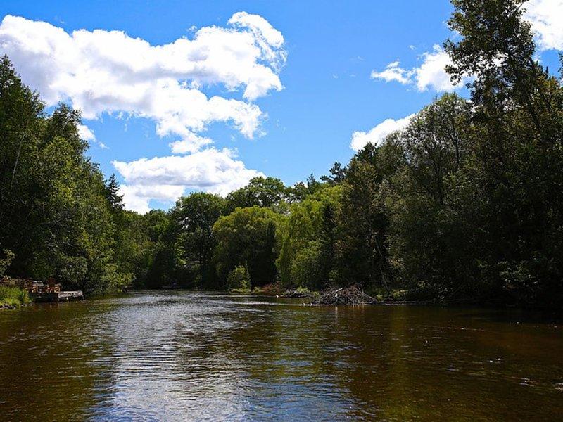 New Rental!  The Heron House - Beautiful Ausable River Chalet, alquiler vacacional en Lewiston