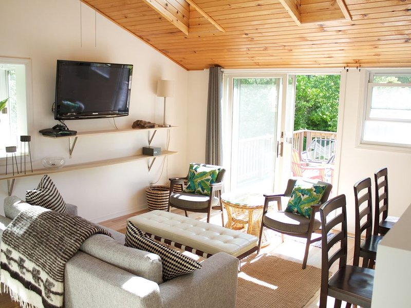 Renovated, Bright, Private Designer Beach Cottage Close To Warren Dunes, alquiler de vacaciones en Sawyer