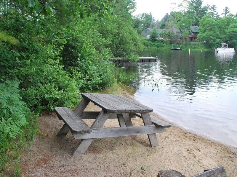 Adorable Waterfront Cottage on Pristine Conway Lake, aluguéis de temporada em Conway