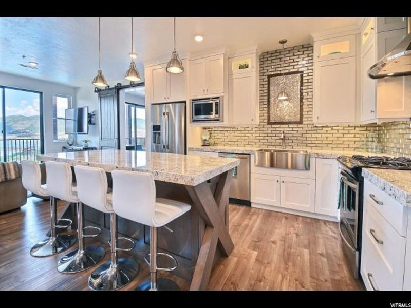Beautifully Updated Contemporary Deer Valley Condo, holiday rental in Woodland