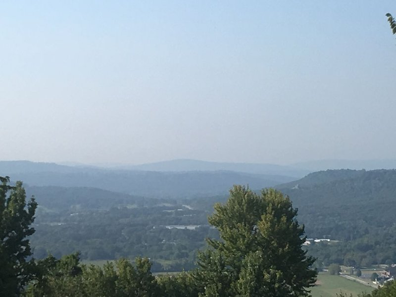 Mt. Sequoyah Home With A View, vakantiewoning in Fayetteville
