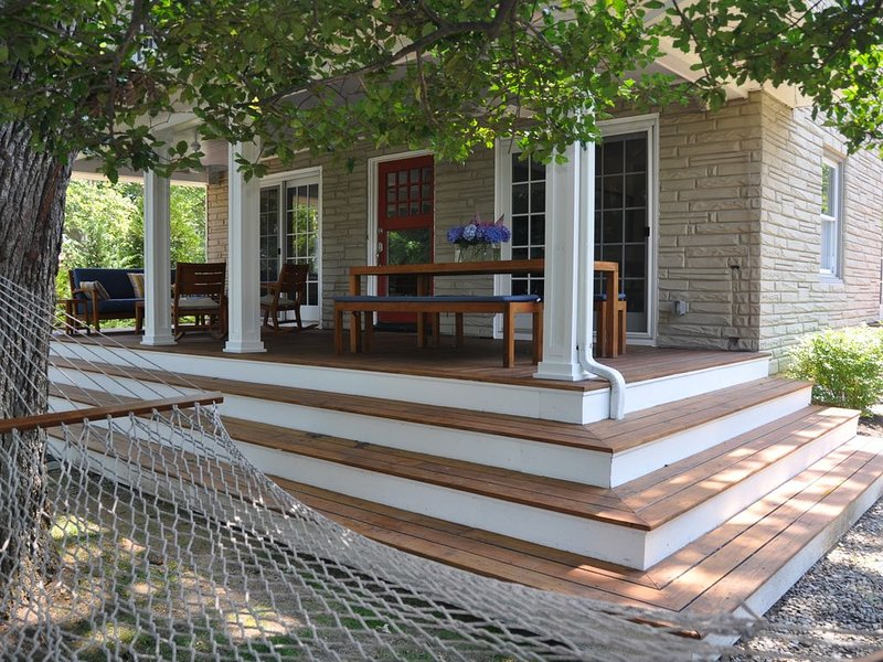 Beautiful Lakeside 3BR House in Asbury. Enjoy Lake & Beach! STR Permit *********, holiday rental in Neptune