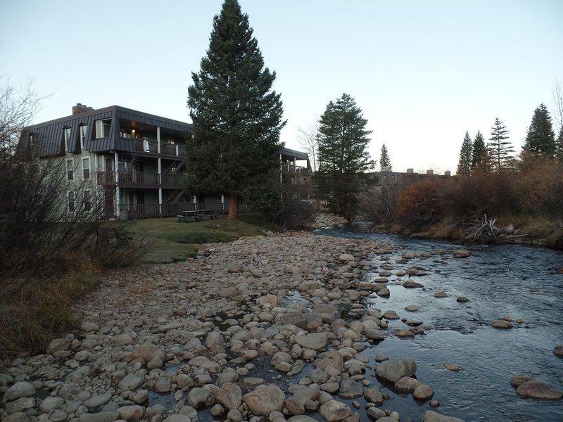 Riverfront Condo In The Heart Of Winter Park, casa vacanza a Winter Park