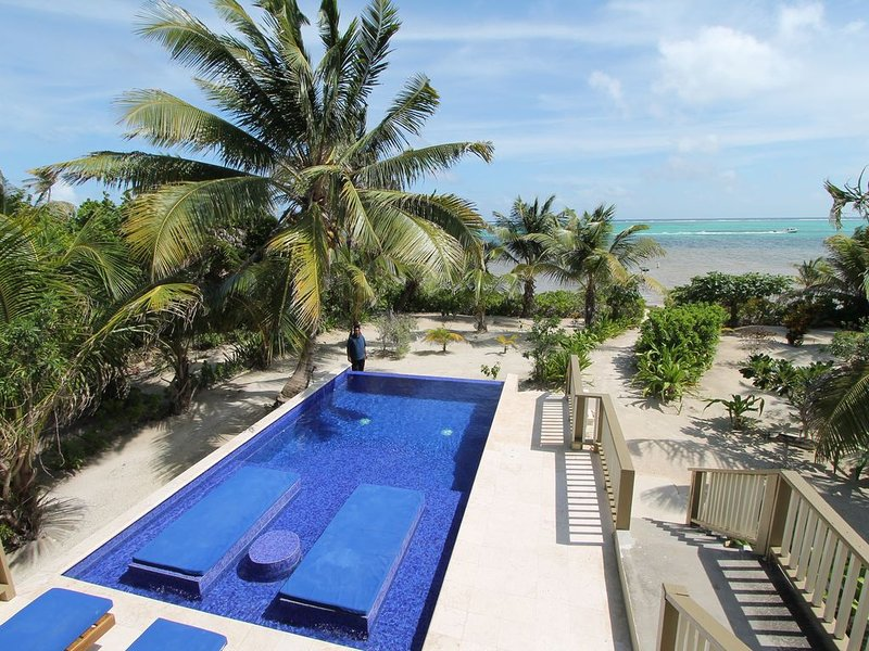 Beach Front Home w/ POOL!!!!, holiday rental in Xcalak