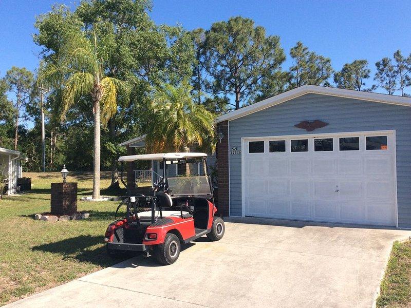 Carrinho de golfe incluído. 1 1/2 carro na garagem se encaixa carro e carrinho muito facilmente.