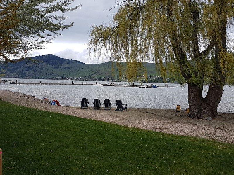 Lake Front Condo w/ Boat Slip, alquiler de vacaciones en Vernon