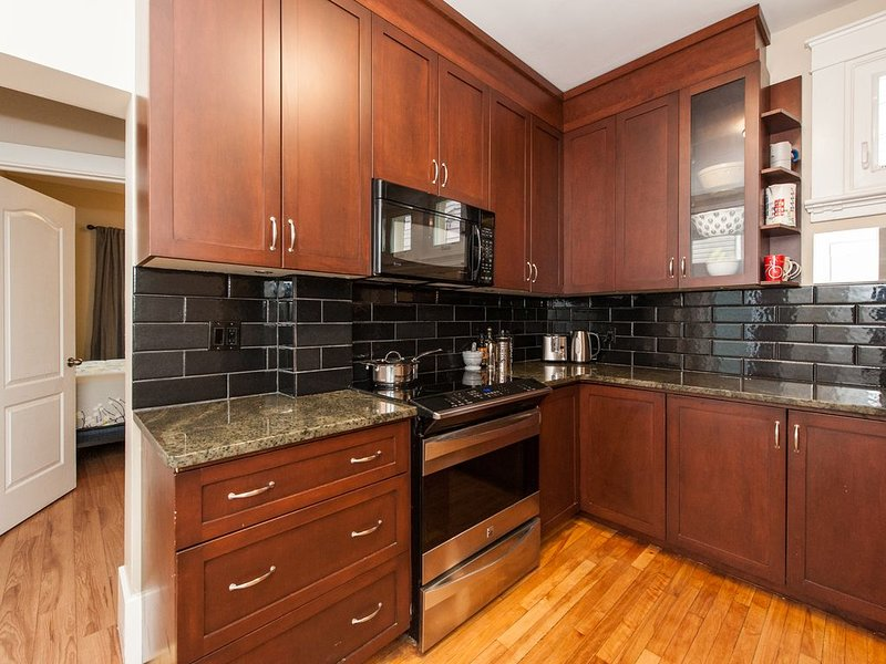 Gracious 2 Bdrm+Heart of Centretown+Walkable, holiday rental in Ottawa