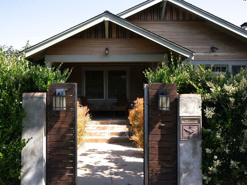 Beautiful Classic Craftsman Home Close To Everything Hollywood & Universal, holiday rental in West Hollywood