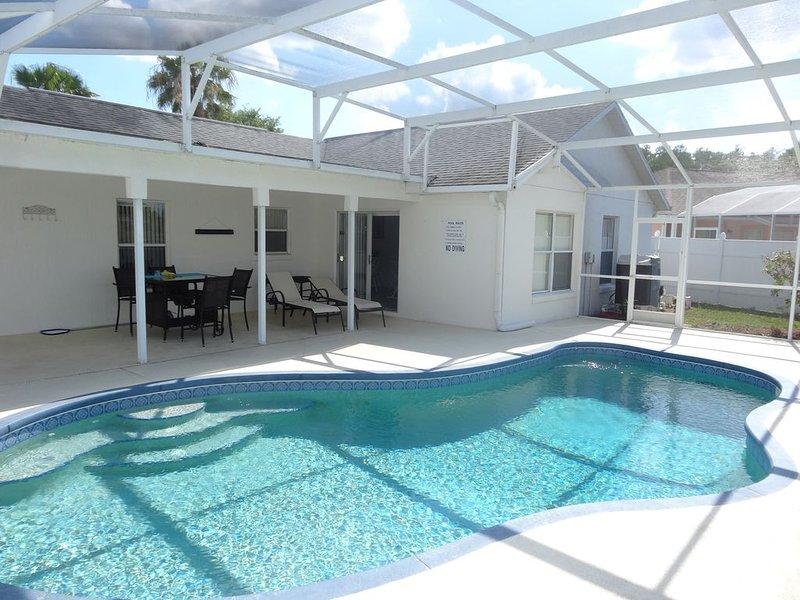 Lakeside-Luxus-Villa mit Pool, casa vacanza a Saint Cloud