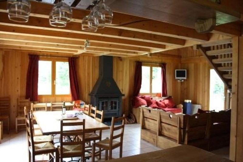 Chalet en bois + équipements haut de gamme,+pisc intérieure chauffée, alquiler vacacional en Murat