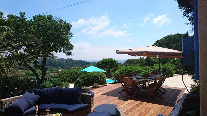 Maison de charme vue sur mer et  vignes  piscine chauffée 10 mn de la mer, location de vacances à La Croix Valmer