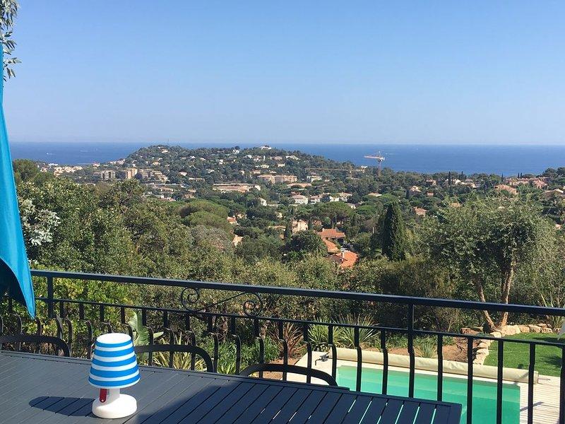 Villa Trémière - Vue mer et Piscine chauffée 28°C, holiday rental in Cavalaire-Sur-Mer