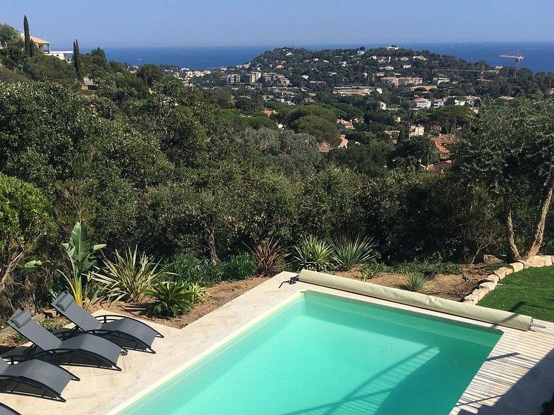 1,8km de la plage : Villa avec vue mer, Piscine privée chauffée à 28°C et jardin, holiday rental in Cavalaire-Sur-Mer