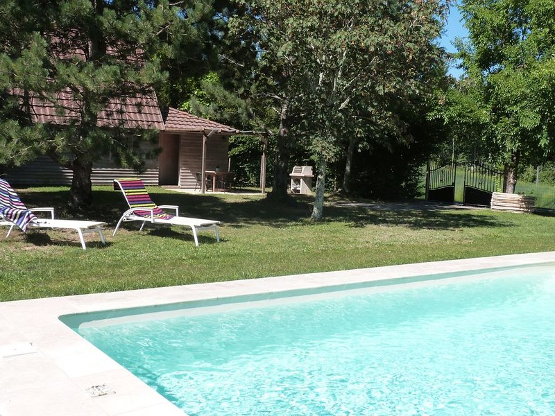 Gite Cantegrel Monpazier Périgord en campagne piscine privée terrain clos, aluguéis de temporada em Biron