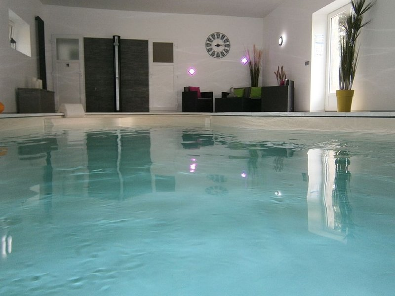 Gîte 3 personnes avec piscine intérieure chauffée toute l'année à 28°, alquiler vacacional en Le Dezert