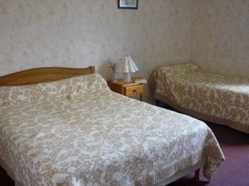 A LOUER en meublé, pour vacanciers ou curistes jolie petite villa indépendante., location de vacances à Orion