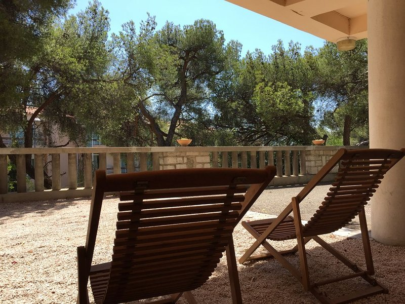 1 room studio, CASSIS, comfortable, near beaches, holiday rental in Cassis