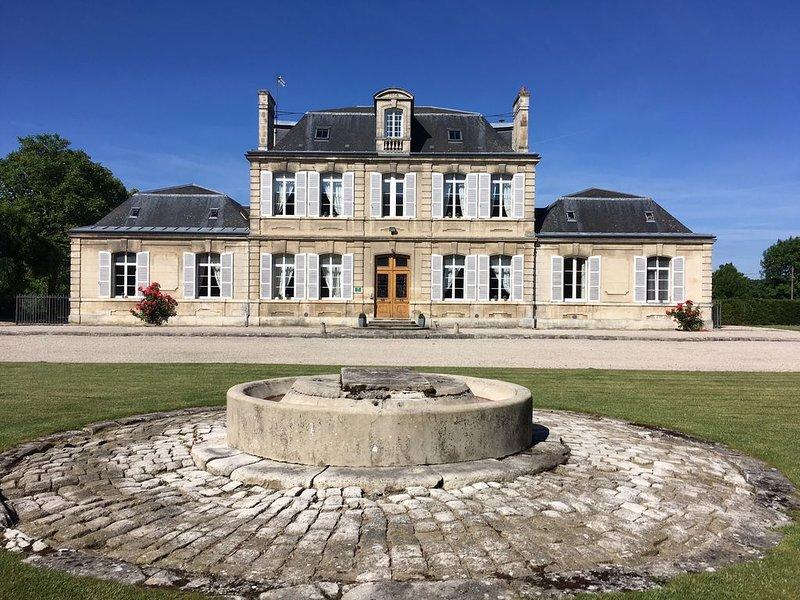 Grand gîte 15 personnes à 100km de Paris, vacation rental in Aisne
