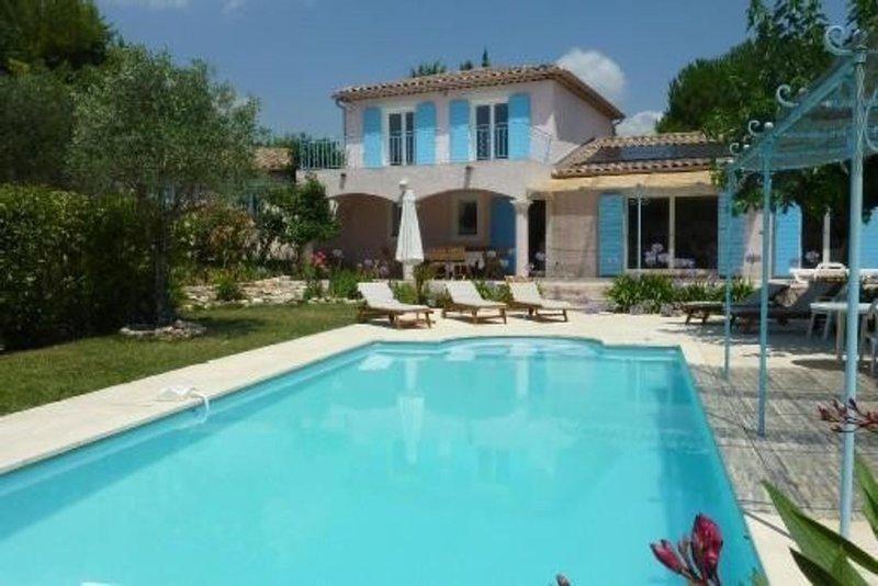 Belle Villa 190m2, Jardin 2700m2, Plein Sud, Calme, Piscine Privée, holiday rental in Bagnols-en-Foret