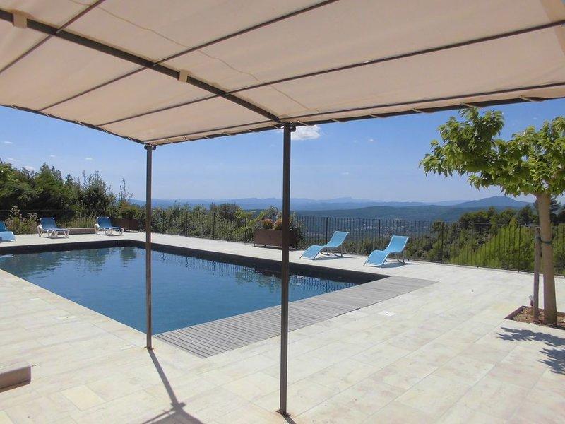 Villa climatisée 7 chambres avec douche et wc piscine chauffée vue panoramique, holiday rental in Tourtour