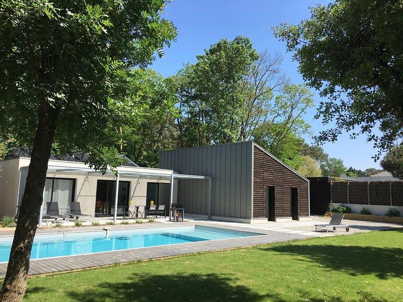 Maison contemporaine dans environnement calme à Saint Hilaire de Riez, holiday rental in Saint-Hilaire-de-Riez