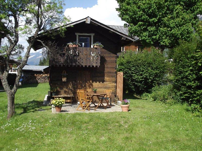 Chalet bois ancien  typique vallee de chamonix, location de vacances à Les Bossons
