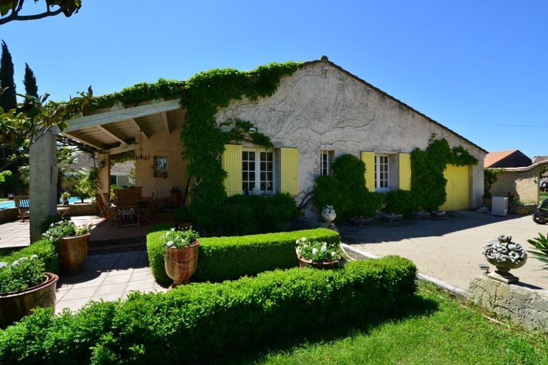 VILLA DE CAMPAGNE,  OMBRAGEE ,GRAND CALME ,REPOSANT,PRES DU VENTOUX, vacation rental in Monteux