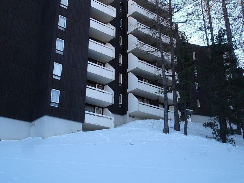 Vars les claux, apmt 38m2, 2/3 pièces, 4/6 personnes, garage en sous-sol, holiday rental in Vars