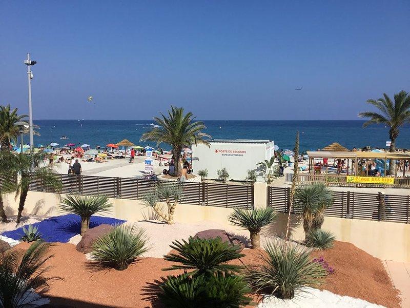 Les pieds dans l'eau, la vue sur la plage et la mer, location de vacances à Villeneuve-Loubet