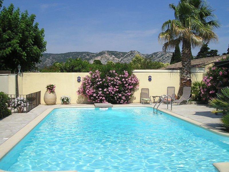 Le mas Olive en Provence pour 6 personnes:  deux dépendances :maison + studio, aluguéis de temporada em Cheval-Blanc