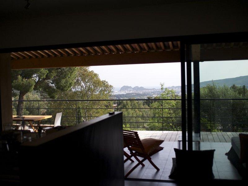 Superbe maison d'architecte vue panoramique baie de La Ciotat Ceyreste, vacation rental in Cuges-les-Pins