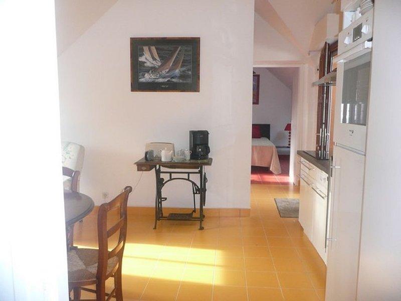 Clos des  Bernaches,1er etage,200 m mer, parking privé, 2 chambres, 2 SdB,wifi, location de vacances à Arradon