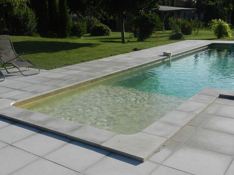 Superbe maison climatisée avec avec piscine chauffée., holiday rental in L'Isle-sur-la-Sorgue