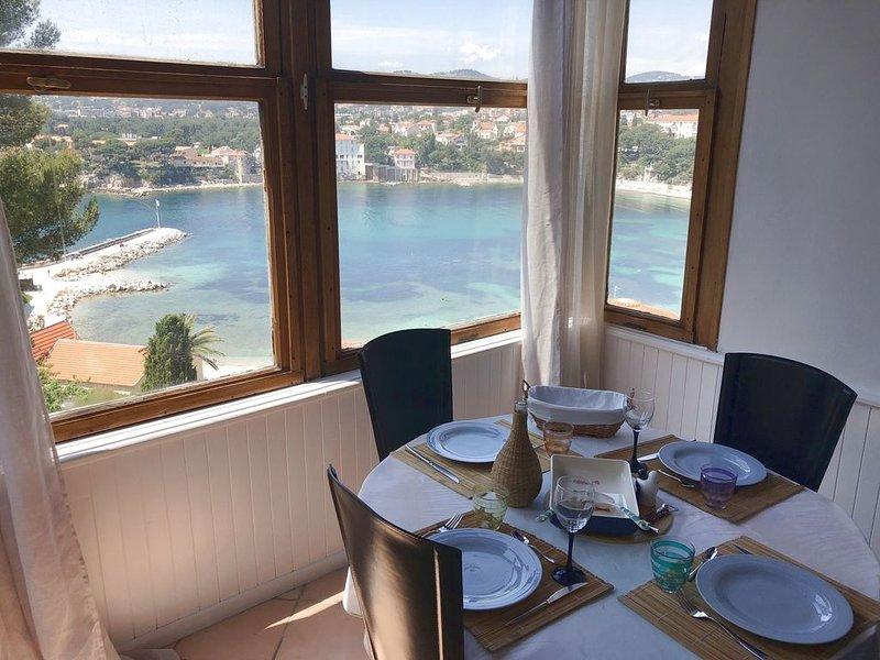 Superbe T3 standing, vue mer panoramique, 200m plage/centre ville, wifi, vacation rental in Ile de Bendor