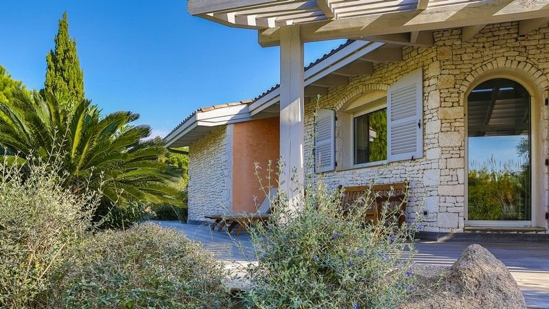 Location villa classée 4 étoiles, spacieuse et lumineuse, holiday rental in Bonifacio