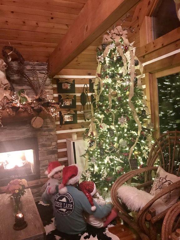 9 'julträd med två dekorerade mantlar !!!! Dekorerad fram till FEB 20TH 2019 !!